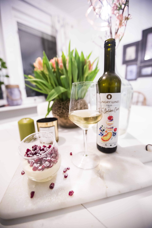 Hungry Wines The Golden Cuvée med en ljuvlig granatäpple-pannacotta