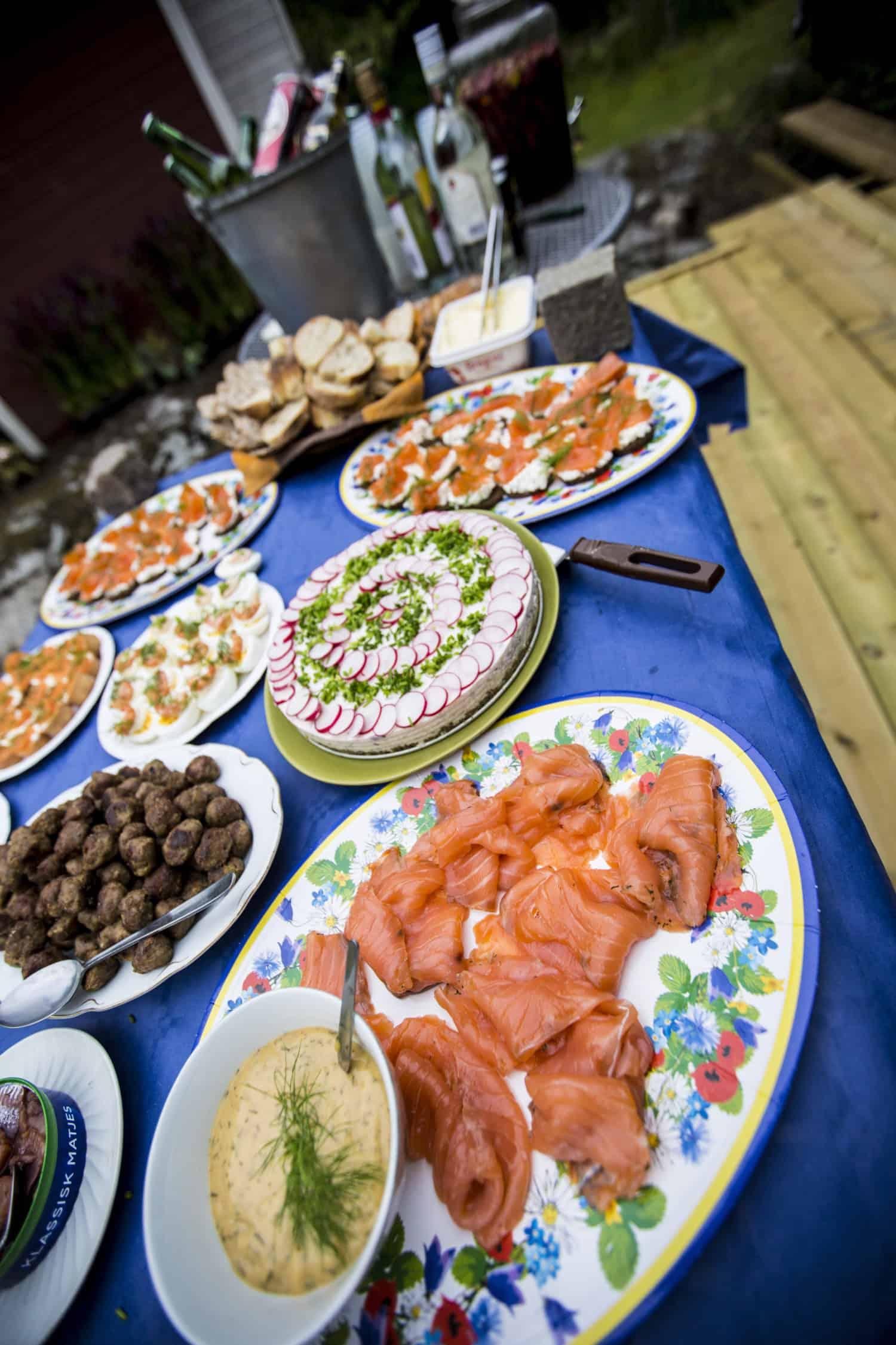 typisk svensk midsommarmat