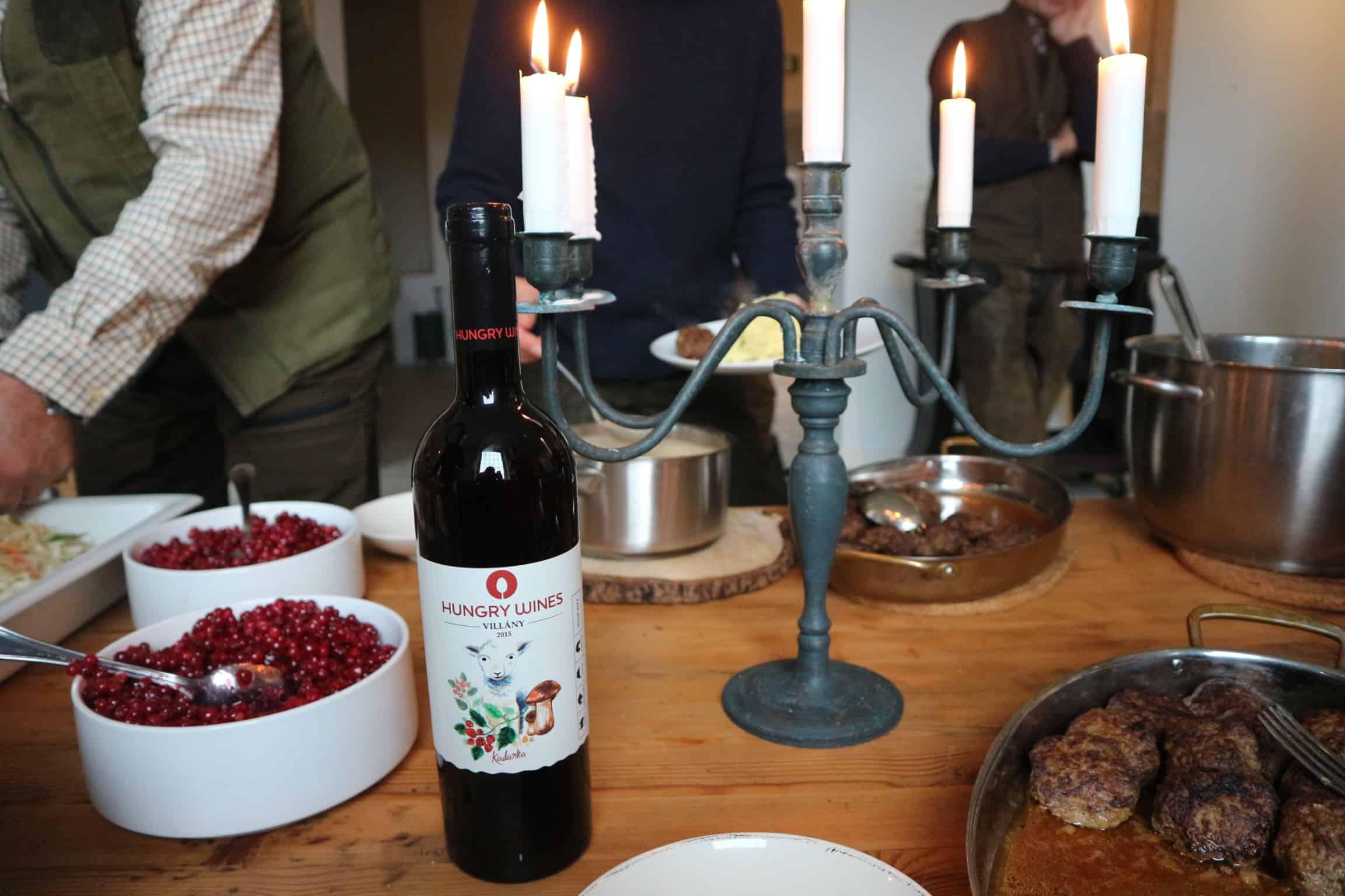 Hungry Wines Kadarka matchas med viltfärsbiffar, potatismos, gräddsås och rårörda lingon. Mums!